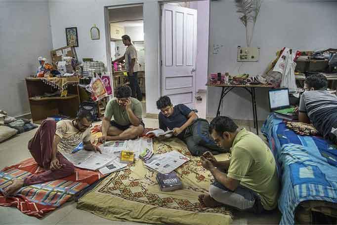 काहीही झालं तरी यूपीएससीची परीक्षा क्रॅक करायचीच या ध्यासानं पछाडलेली दिल्ली.
